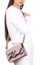 VieTrendy-Karl-Lagerfeld-K-Signature-ShoulderBag-Powder-Pink-with-Model