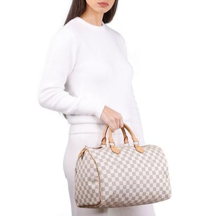 VieTrendy-Louis-Vuitton-Speedy-Auve-with-Model