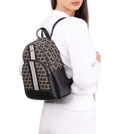 VieTrendy-Michael-Kors-Whitney-White-Leather-Shoulder-Bag-with-Model