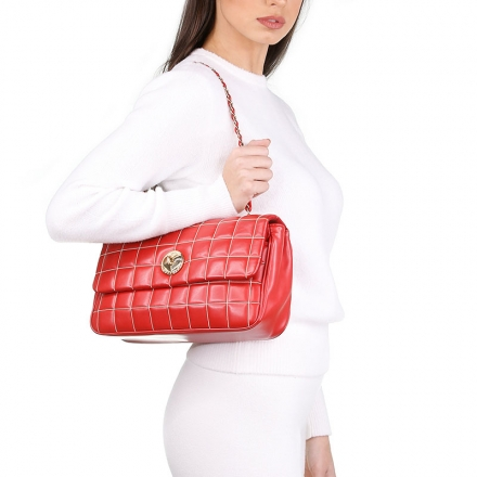 VieTrendy-Moschino-Love-Moschino-Red-Bag-with-Model