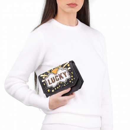 VieTrendy-Sarahs-Bag-Lucky-Gold-ShoulderBag-with-Model