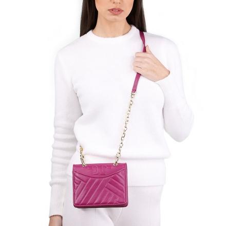 VieTrendy-Tory-Burch-Alexa-Mini-Shoulder-Pink-with-Model