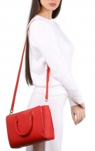 VieTrendy-Tory-Burch-Emerson-small-zip-Red-with-Model2