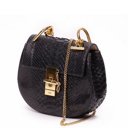 VieTrendy-Chloe-Black-Drew-Shoulder-Bag--Croc-Embossed-Side
